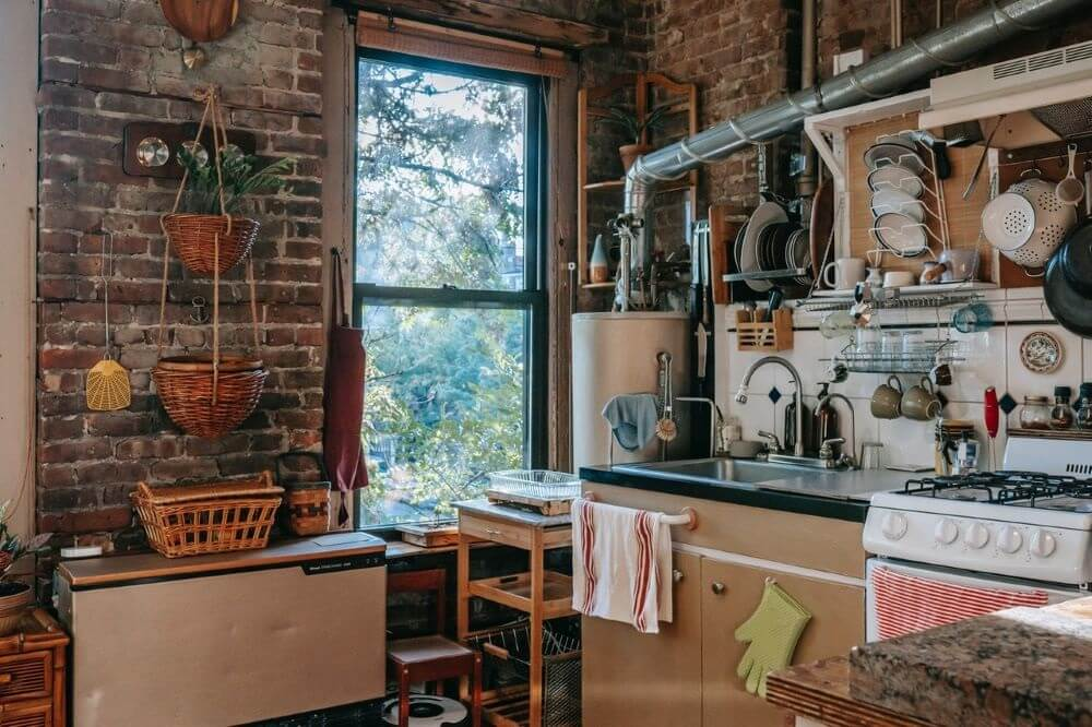 Decorating a kitchen to use all the free space.